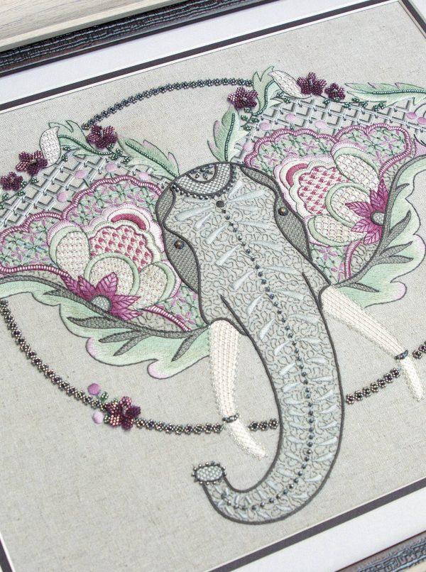 Волшебные животные в технике якобинской вышивки. Авторские эскизы, пошаговые описания_Страница_138